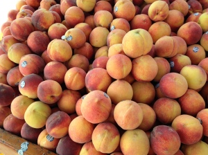 Movin' to the country, gonna eat a lot of peaches